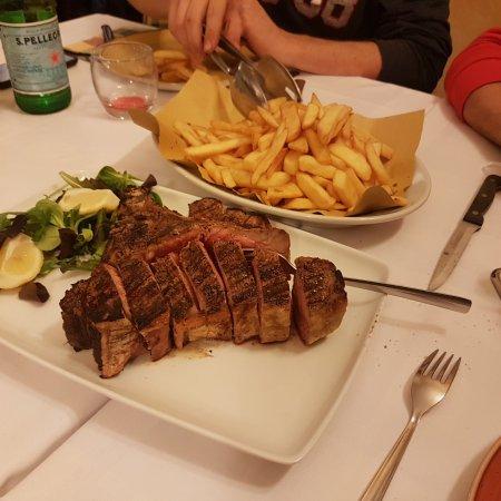 Signa, Italia: 20171012_221857_large.jpg