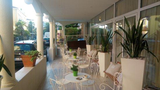 Britannia Hotel : La veranda, che da su una silenziosa via interna