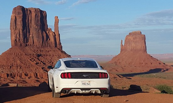 Monument Valley Navajo Park: Mustang