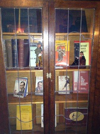 Sherlock Holmes Museum: шкаф