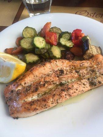 Bagno a Ripoli, Włochy: Salmone al forno con verdure