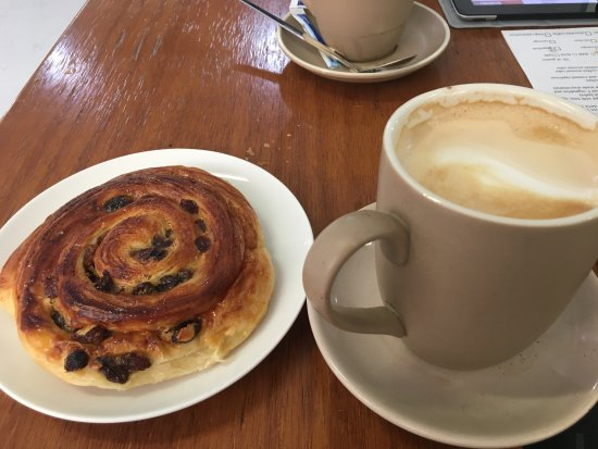 Moruya, Australia: Pain aux raisins and flat white