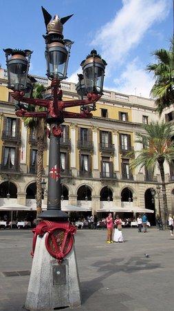 Placa Reial: Lampione realizzato dall'architetto Gaudì