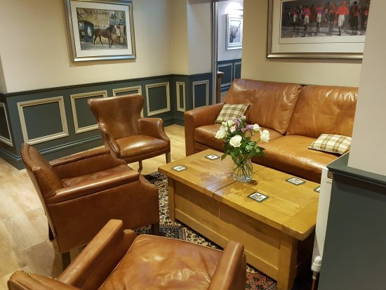 Lauder, UK: Relax in the Racing Room
