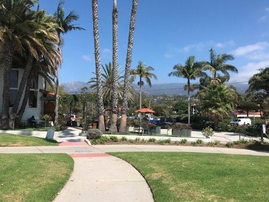 Hyatt Centric Santa Barbara: common patio area