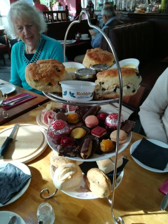The Old Mill Restaurant and Cafe Bar: Brilliant afternoon tea unique amazing delicious what else can I say the lady was celebrating he