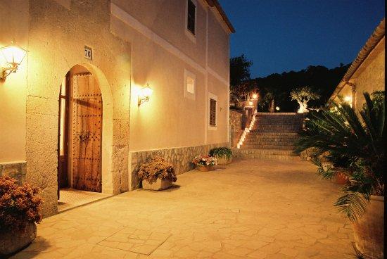Cas Concos, Hiszpania: Entrada al Hotel Rural Son Terrassa 4* desde el Restaurante