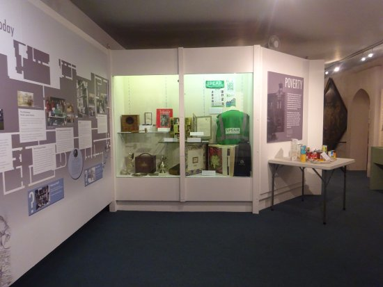 Richmond-upon-Thames, UK: The Poverty Exhibition has lots of objects borrowed from local charities