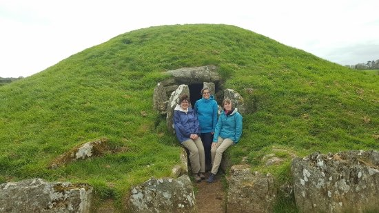 Menai Bridge, UK: Bryn Celli Ddu Burial Chamber.