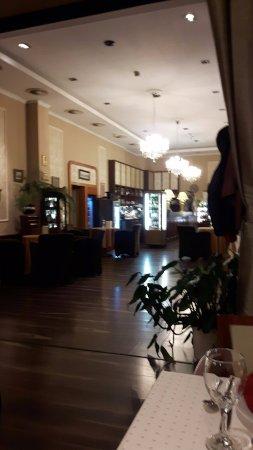 Godollo, Hongaria: Lounge bij het restaurant