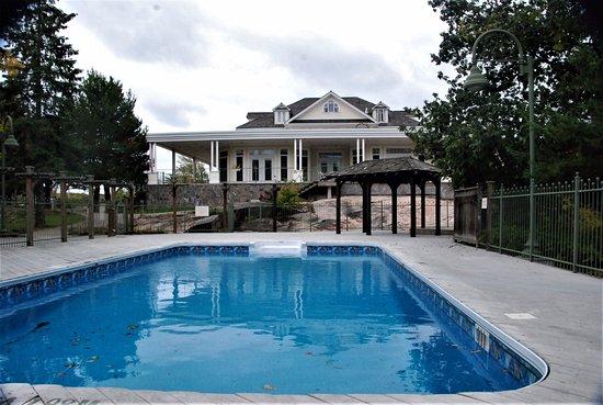 Burleigh Falls, Canadá: Main house and pool