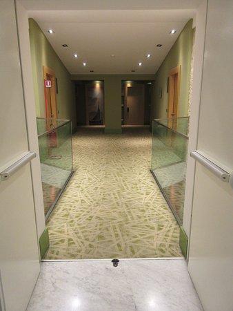 UNA Hotel Napoli : 5th floor towards our room