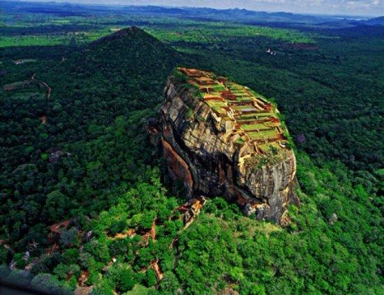 Dambulla, Sri Lanka : Sigiriya Rock Fortress