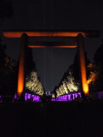 Yasukuni Shrine: 第一鳥居から大村益治郎銅像に向けて撮影