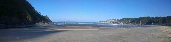 Puerto de Vega, สเปน: Panoramica de playa de Barayo