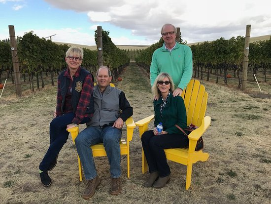 Walla Walla, WA: Relaxing at a'Maurice with good friends.