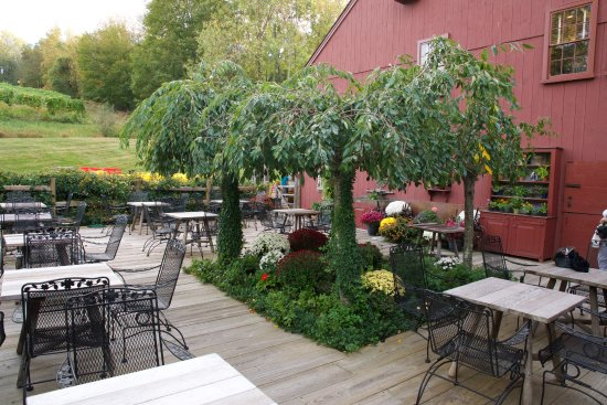 Pomfret, CT: Outdoor seating