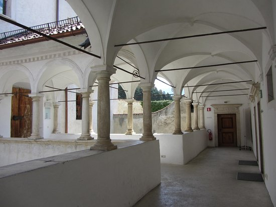 Coldrano, Italia: Der Weg zu den Seminarräumen