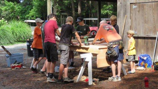 Deltaville, VA: Family Boatbuilding Week