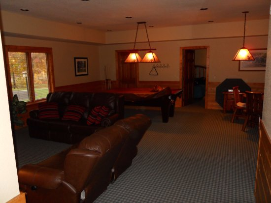 Nisswa, MN: Downstairs Rec Room with TV, Pool Table, Card Table, Fridge, Couches Golf Villa