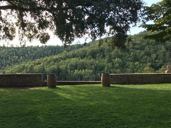 Dievole: 庭から見えるトスカーナの秋の山