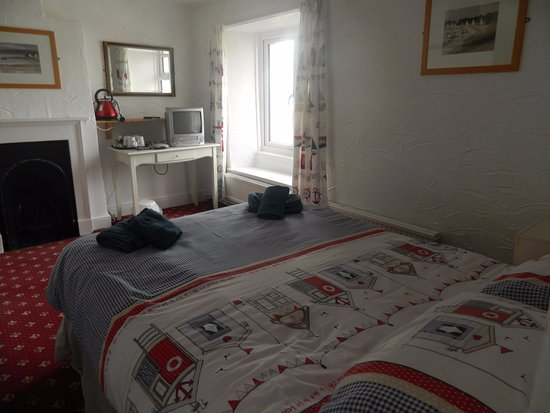 Starcross, UK: this is a picture of our family room for bed and breakfast at the cost of 110 pounds per night