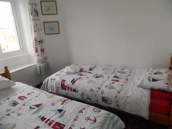 Starcross, UK: this is a picture of our family room bed and breakfast at the cost of 110 pounds per night