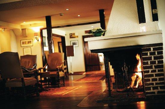 โซลา, นอร์เวย์: Sola Strand Hotel, fireplace