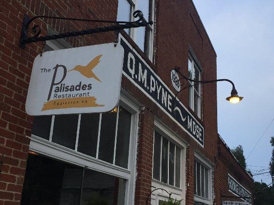 Palisades Restaurant in Eggleston, VA