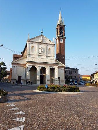 Inveruno, Italy: Scorcio della facciata.