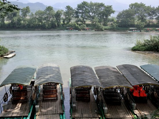 Xinning County, จีน: Bamboo raft ride along Fuyi River