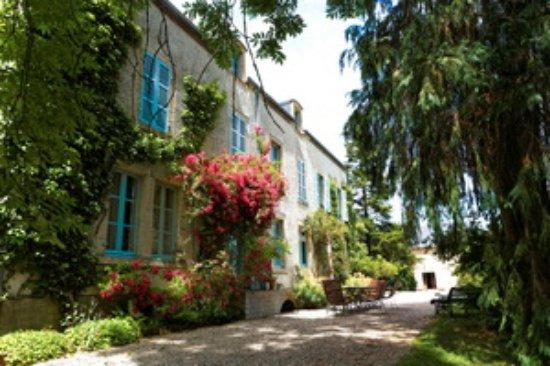 Moulins-Engilbert, Γαλλία: Belle demeure bourgeoise entourée de son grand parc. 3 chambres d'hôtes spacieuses