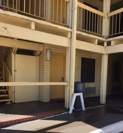 Wichita Falls, TX: Exterior corridor, open stairways, no elevator