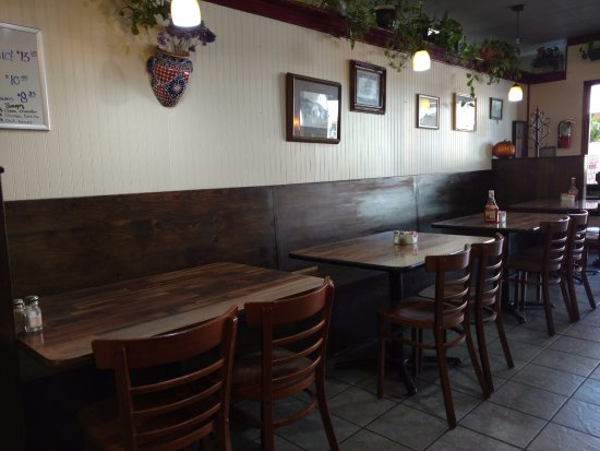 Cambria Cafe: DINING AREA