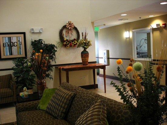 La Quinta Inn & Suites Lancaster: Harvest Lobby