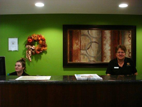 La Quinta Inn & Suites Lancaster: Very friendly front desk staff
