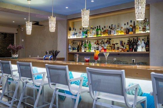 Nissia Kamares Hotel Apartments: Bar