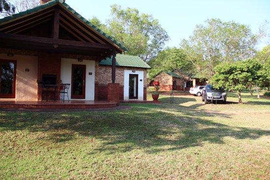 White River, Südafrika: Vue sur les Lodges, appartement central entouré de chambres individuelles