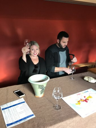 Cave Eric Louis - Vins de Sancerre: Tasting the wine is so much fun!