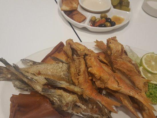 Foto de captain seafood restaurant sidon fried fish for Fried fish restaurant