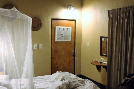 Timbavati Safari Lodge: habitación ( cabaña) muy simple