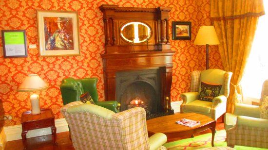 Arbutus Hotel: Lobby sitting room
