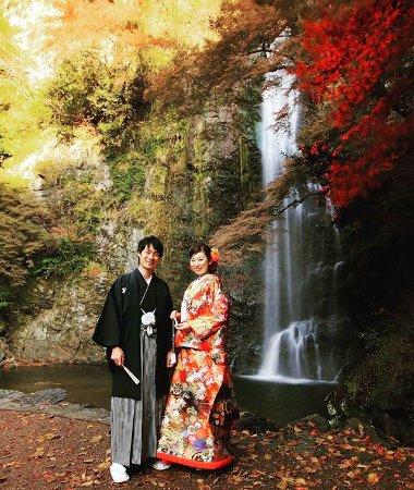Mino, Japan: 結婚記念写真を滝の前で撮影しました。