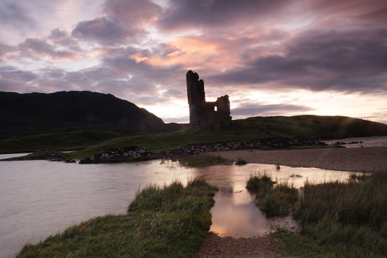 Assynt, UK: Sunset and castle