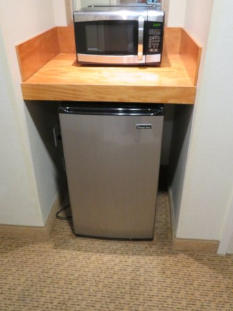 Carteret, NJ: refrigerator and microwave. We didn't use either so I don't know if they worked