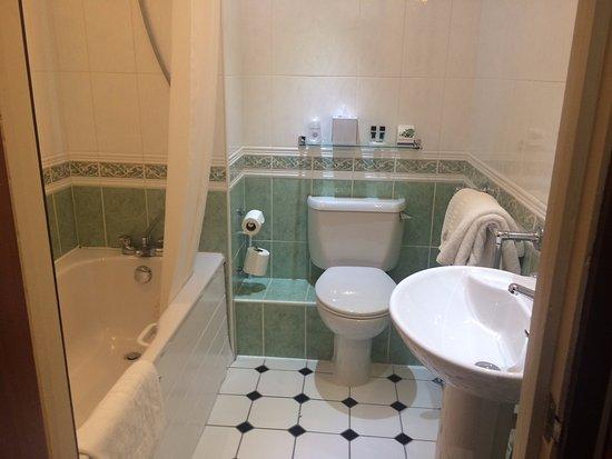 Port Talbot, UK: Bathroom