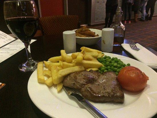 Port Talbot, UK: Steak in the bar/restaurant