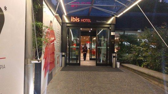 Ibis milano centro milan italy hotel reviews photos for Design hotel milano centro