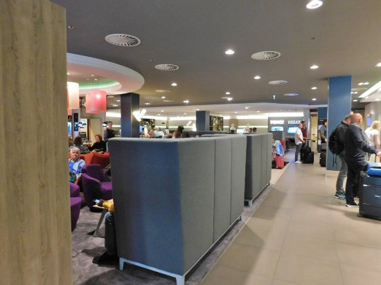 Holiday Inn Munich - City Centre: Crowded Reception
