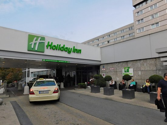 Holiday Inn Munich - City Centre: Front Entrance